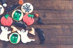 Eigengemaakte heerlijke peperkoekkoekjes voor Halloween Stock Foto