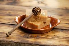 Eigengemaakte honingszeep Stock Foto's