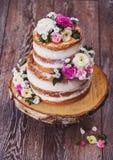 Eigengemaakte huwelijks naakte cake stock afbeeldingen