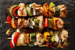 Eigengemaakte Kippenkebabs stock foto's