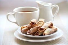 Eigengemaakte koekjes met aardbeijam Royalty-vrije Stock Foto's