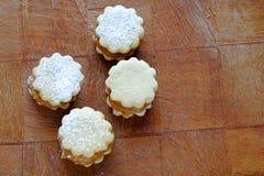Eigengemaakte koekjes met de bovenkant van het jamlandschap Stock Afbeelding
