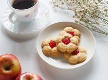 Eigengemaakte koekjes met kers royalty-vrije stock afbeelding