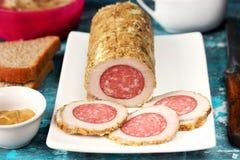 Eigengemaakte koude gekookte varkensvlees gevulde worst stock foto's