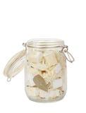 Eigengemaakte kruidige gemarineerde kaas met olie, ui, knoflook en kruidige kruiden Royalty-vrije Stock Fotografie