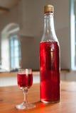 Eigengemaakte liquer (alcoholtint) Stock Foto's