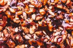 Eigengemaakte noten in karamelmacro royalty-vrije stock foto's
