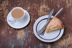 Eigengemaakte organische appeltaart en kopkoffie Stock Foto's