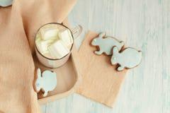 Eigengemaakte Pasen-koekjes op een dienblad Royalty-vrije Stock Afbeeldingen