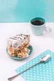 Eigengemaakte Pastei met Zure room en Blauw Servet Stock Afbeelding