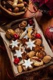 Eigengemaakte peperkoek en koekjes voor Kerstmis Stock Foto's