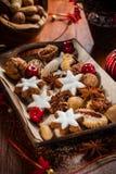 Eigengemaakte peperkoek en koekjes voor Kerstmis Royalty-vrije Stock Foto