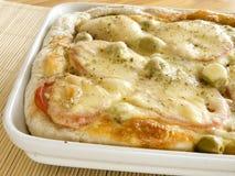 Eigengemaakte pizza. Stock Fotografie