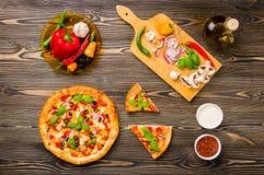 Eigengemaakte pizza Stock Fotografie