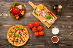Eigengemaakte pizza Royalty-vrije Stock Afbeeldingen