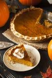 Eigengemaakte Pompoenpastei voor Thanksigiving Royalty-vrije Stock Afbeeldingen