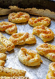 Eigengemaakte pretzels en stokken met het zijgewas van het sesamportret Royalty-vrije Stock Foto