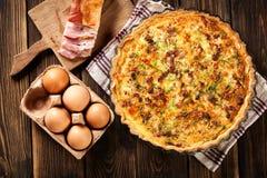 Eigengemaakte quiche Lotharingen met bacon en kaas Royalty-vrije Stock Foto's