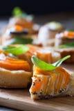 Eigengemaakte quiche scherp met wortel, aubergine en koolrollade w Stock Foto's