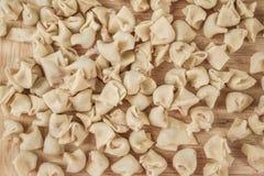 Eigengemaakte Ruwe Ravioli op een Lijst Royalty-vrije Stock Fotografie