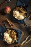 Eigengemaakte Sauteed-Kaneel Sugar Apples Stock Foto