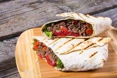 Eigengemaakte smakelijke burrito Stock Afbeelding