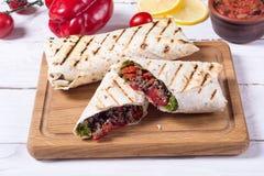Eigengemaakte smakelijke burrito Stock Foto