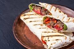 Eigengemaakte smakelijke burrito Stock Foto's
