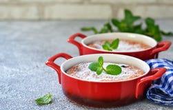Eigengemaakte vanillebraadpan met ricotta en rozijnen royalty-vrije stock afbeeldingen