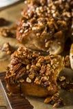 Eigengemaakte Verglaasde Pecannoot Kleverige Broodjes royalty-vrije stock foto
