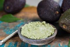 Eigengemaakte verse avocadoroom, klaar te eten, smakelijk gezond voedsel Royalty-vrije Stock Afbeelding