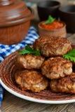 Eigengemaakte vleesballetjes met vlees en uien Stock Afbeelding