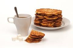 Eigengemaakte wafels en een kop thee Royalty-vrije Stock Afbeelding
