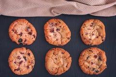 Eigengemaakte Witte Chocolade Chip Cranberry Cookies stock afbeeldingen