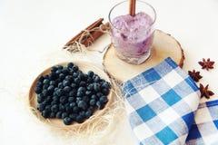 Eigengemaakte yoghurt met fruit Stock Foto's