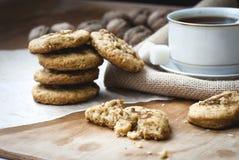 Eigengemaakte zandkoek en een kop thee Royalty-vrije Stock Fotografie
