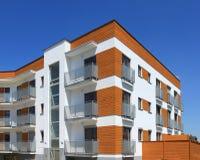 Eigentijds flatgebouw Stock Fotografie