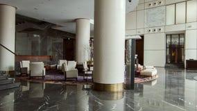 Eigentijds-gestileerde zitkamer in vijfsterrenhotel