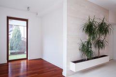 Eigentijds huis zonder meubilair royalty-vrije stock foto