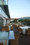 Eigentijds terras in hotel royalty-vrije stock foto