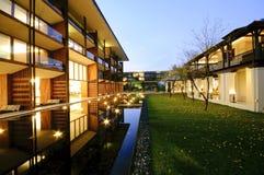 Eigentijdse architectuur en landschap Stock Fotografie