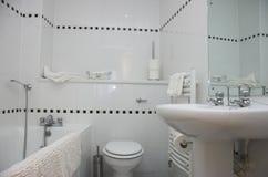 Eigentijdse badkamers Royalty-vrije Stock Foto's