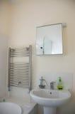 Eigentijdse badkamers royalty-vrije stock afbeeldingen