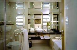 Eigentijdse Badkamers Stock Foto
