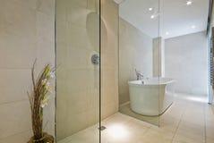 Eigentijdse badkamers royalty-vrije stock afbeelding