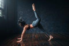 Eigentijdse dans, vrouwelijke danser, contemp dansend stock foto