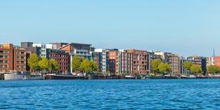 Eigentijdse flatgebouwen in Amsterdam Stock Afbeeldingen