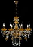 Eigentijdse gouden die kroonluchter op zwarte achtergrond wordt geïsoleerd Crystal Chandelier royalty-vrije stock foto's