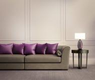 Eigentijdse klassieke woonkamer, beige leerbank Royalty-vrije Stock Afbeelding