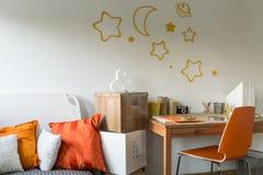 Eigentijdse ontworpen ruimte voor tiener Royalty-vrije Stock Foto